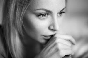 Izlečite stare rane! Ovih 5 vrsta ponašanja otkrivaju traume iz detinjstva