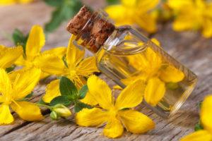 Uvijek imajte u kući Kantarionovo ulje, jer jedna bočica liječi 10 bolesti